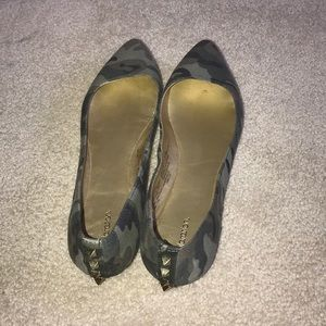Gently used women's army print flats!!